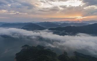 安徽霍山:雨後大別山