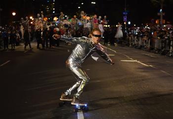 紐約舉行萬聖節大遊行