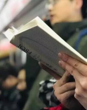 係列視頻《地鐵上的讀書人》