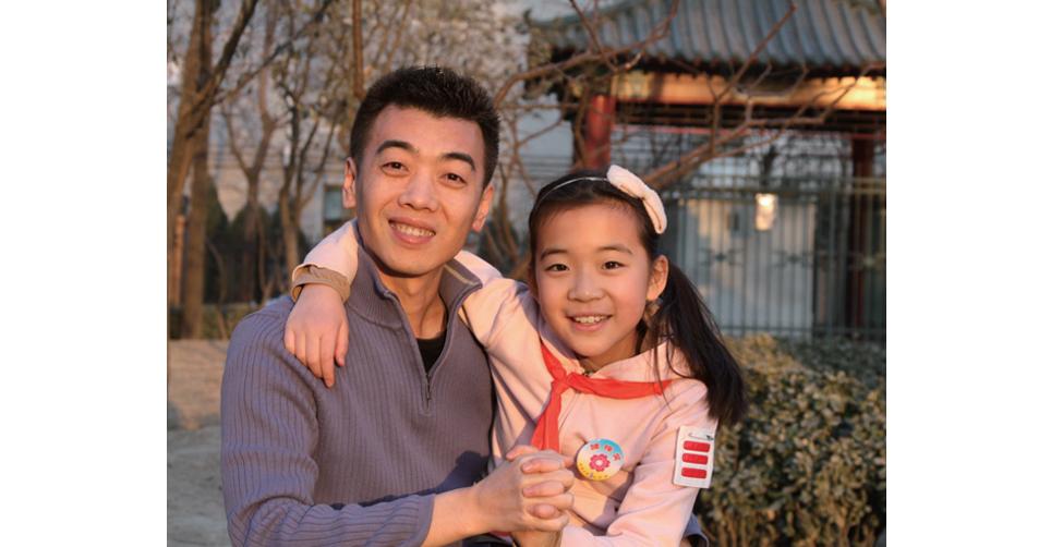 作者楊崢和女兒安妮