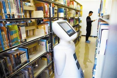 機器人圖書館上崗 海量圖書各就各位