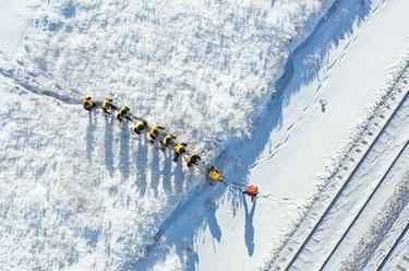 雪原上的鐵路檢修員