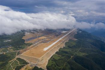 重慶仙女山機場正式開始校飛