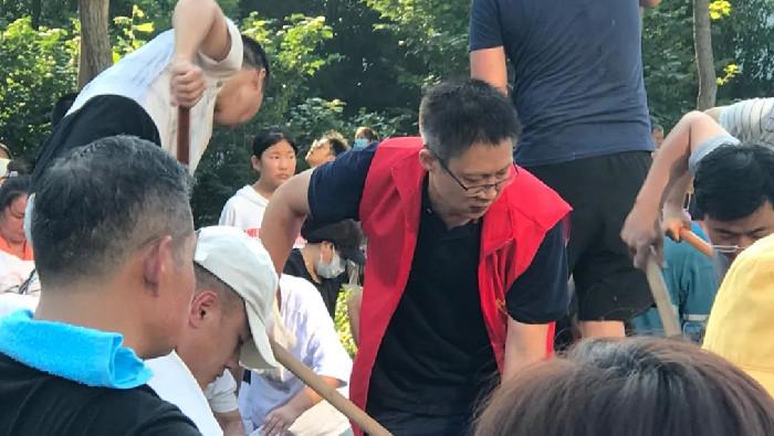 衝在防汛抗洪一線的體彩人——記河南省新鄉市體彩中心副主任王磊