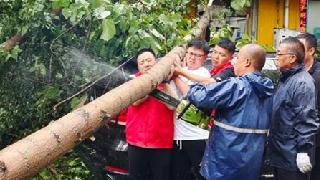 濮陽體彩工作人員助力市政清除障礙