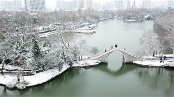 雪落合肥景色美