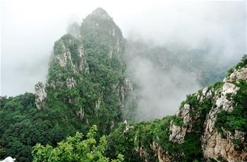 雲霧繚繞狼牙山