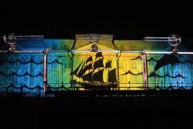 聖彼得堡彼得夏宮燈光秀開啟秋天噴泉季