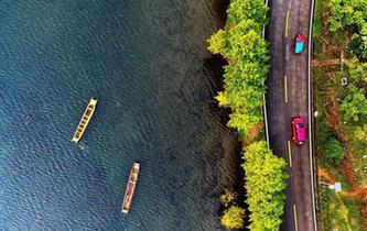 瀘沽湖秋色迷人
