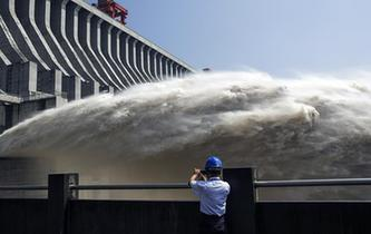 三峽水庫持續泄洪應對2018年長江第2號洪水