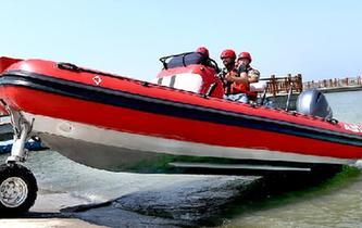 上海:水陸兩用衝鋒舟首次亮相演練場