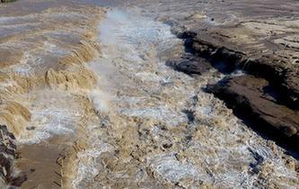 黃河壺口出現數百米大瀑布