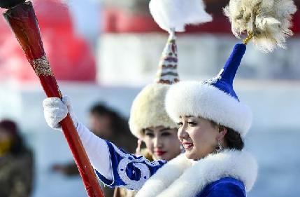 """冬捕:新疆""""戈壁大海""""上的冰雪盛宴"""