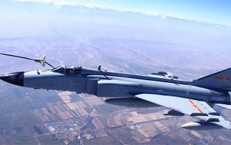 攝影師近距離拍攝戰機空中加油瞬間