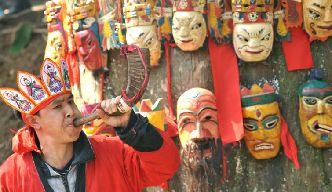 貴州村民敬拜亞洲最大紅豆杉 有千年樹齡