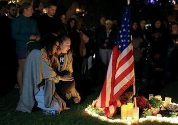 美國民眾悼念槍擊事件遇難者