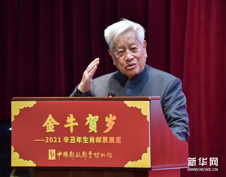 《辛丑年》特種郵票設計者姚鐘華接受新華社記者采訪