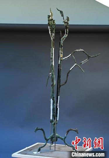 """三星堆3号青铜神树真容初现造型奇特或为""""扶桑树""""?"""