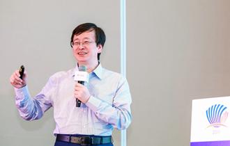 北京大學文化産業研究院副院長陳少峰在論壇現場做演講