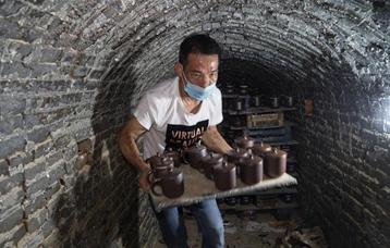 廣西欽州:龍窯坭興陶放光彩
