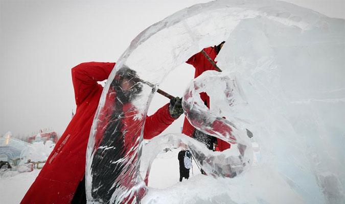 世界冰雕能手尽展酷寒之美