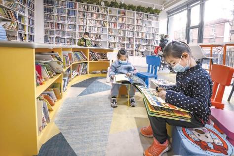 公共图书馆与实体书店联手 出门便是心灵绿洲