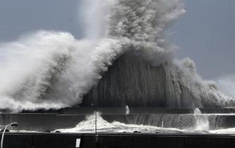 日本遭遇強臺風