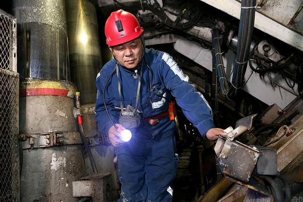 把責任扛在肩上 抓在手上 落實到行動中——專訪神東榆家梁煤礦礦長李永勤