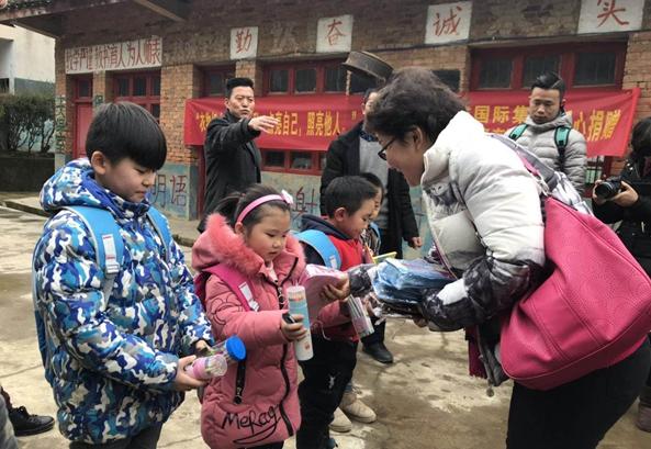 正威志願者之家舉行衣物捐贈活動 近3000件愛心物資送達貴陽、青海等受捐地