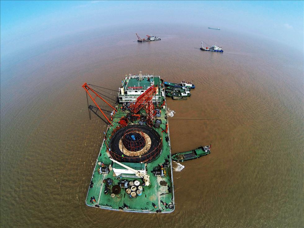 国产最长直流输电海缆敷设成功