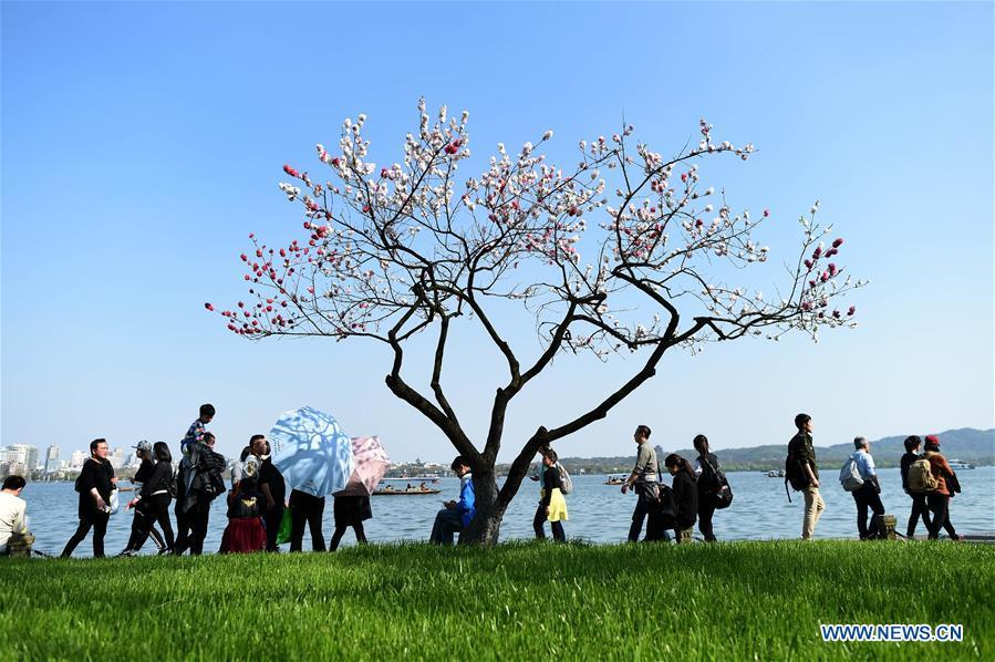 CHINA-HANGZHOU-WEST LAKE-QINGMING HOLIDAY (CN)