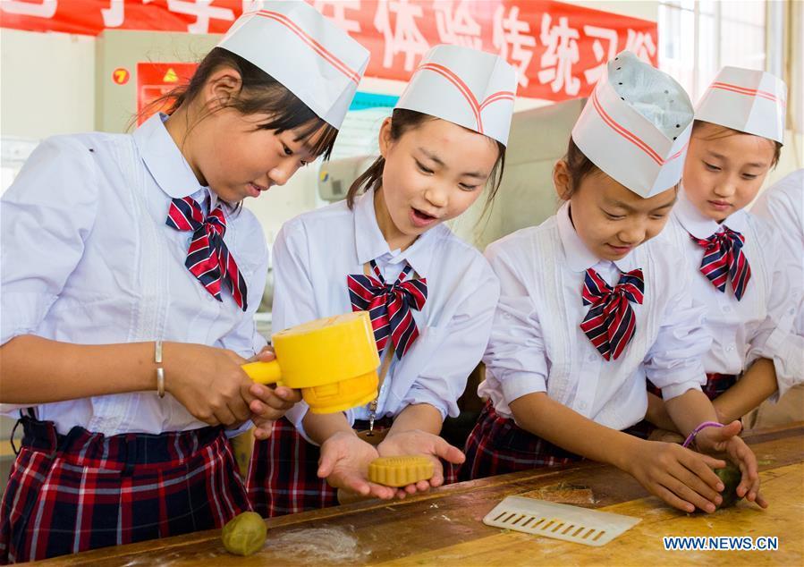 #CHINA-INNER MONGOLIA-MOONCAKE-MAKING (CN)