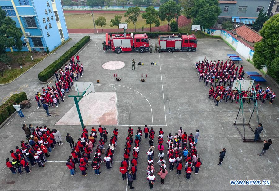 CHINA-ZHEJIANG-CIXI-STUDENTS-FIRE-FIGHTING (CN)