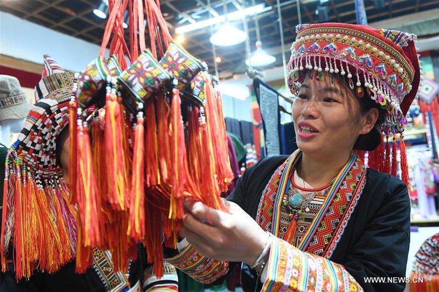 CHINA-GUANGXI-YAO ETHNIC GROUP-COSTUMES (CN)