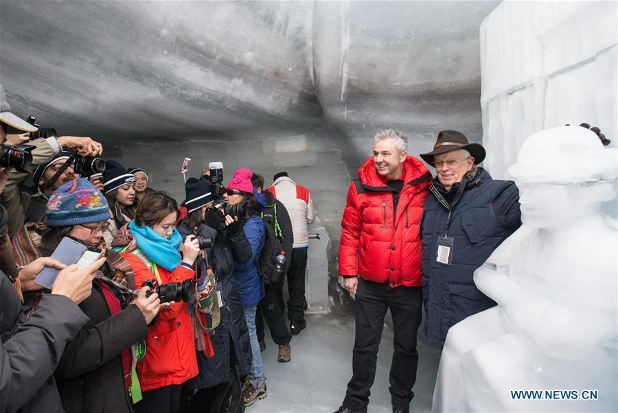 SWITZERLAND-INTERLAKEN-CHAPLIN-ICE SCULPTURE-UNVEILING
