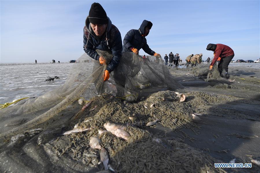 CHINA-JILIN-CHAGAN LAKE-WINTER FISHING (CN)