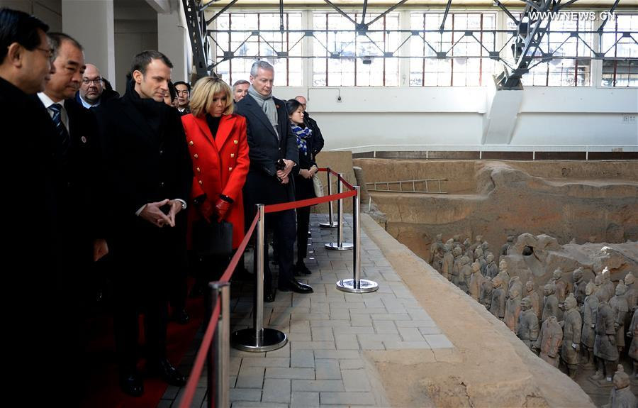 French President Emmanuel Macron and his wife Brigitte Macron visit the Emperor Qinshihuang's Mausoleum Site Museum in Xi'an, capital of northwest China's Shaanxi Province, Jan. 8, 2018. Xi'an is the first stop of Macron's 3-day state visit to China, as invited by Chinese President Xi Jinping. (Xinhua/Liu Xiao)<br/>