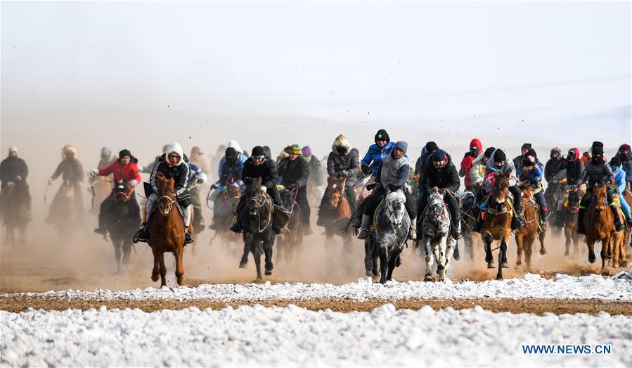 People enjoy outdoor activities in winter across China