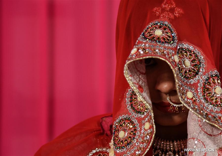 Indian Muslim brides take part in annual mass marriage