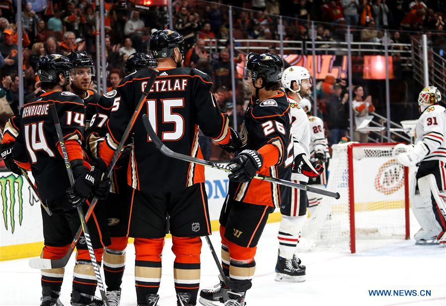 Anaheim Ducks Beats Chicago Blackhawks 6 3 During 2017 2018 Nhl