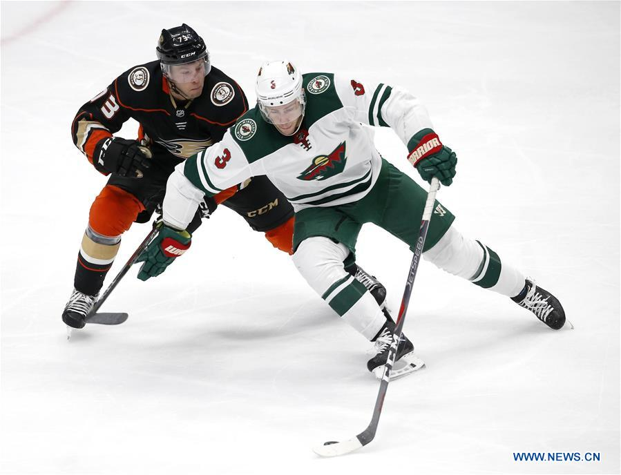 Anaheim Ducks Beats Minnesota Wild 3 1 At 2017 2018 Nhl Hockey Game