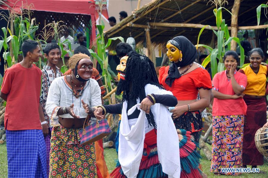 SRI LANKA COLOMBO NEW YEAR People Celebrate The Traditional