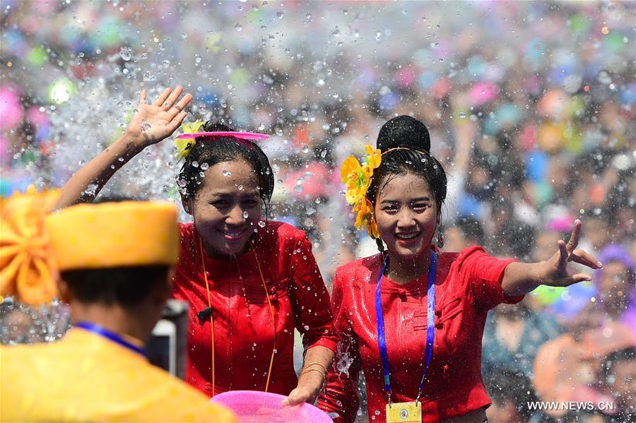CHINA-YUNNAN-XISHUANGBANNA-WATER SPRINKLING FESTIVAL (CN)