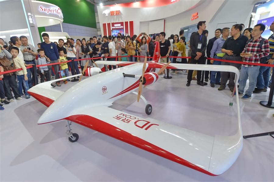 People visit the exhibition area of e-commerce giant Jingdong during the Digital China Exhibition in Fuzhou, capital of southeast China's Fujian Province, April 22, 2018. The exhibition opened to the public on Sunday, during which 293 exhibitors displayed the latest digital technology. (Xinhua/Song Weiwei)<br/>