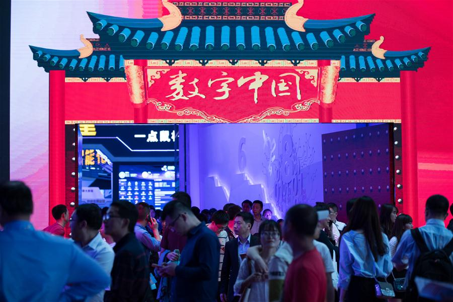 People visit the Digital China Exhibition in Fuzhou, capital of southeast China's Fujian Province, April 22, 2018. The exhibition opened to the public on Sunday, during which 293 exhibitors displayed the latest digital technology. (Xinhua/Jin Liwang)