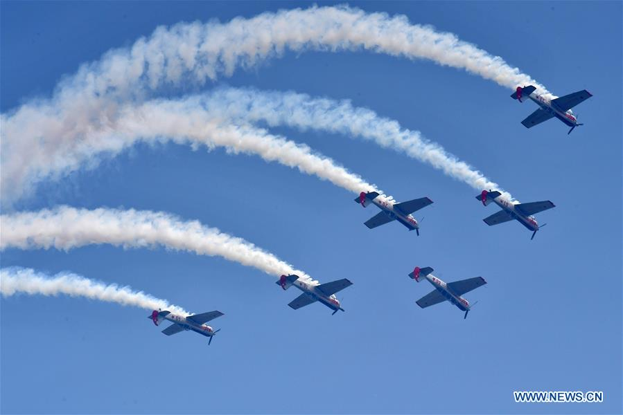 Aerobatic aircrafts fly during a performance at Zhengzhou Air Show 2018 in Zhengzhou, capital of central China's Henan Province, April 27, 2018. The Zhengzhou Air Show 2018 kicked off here on Friday. (Xinhua/Feng Dapeng)<br/>