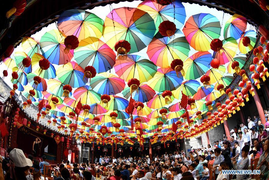 People Enjoy Labor Day Holiday Across China Xinhua English News Cn