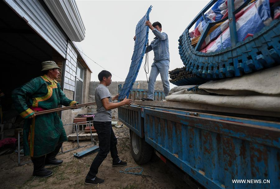 http://uploads.xuexila.com/allimg/1708/27-1FQ01Q23O54.jpg_erden uploads living households on truck with the help of