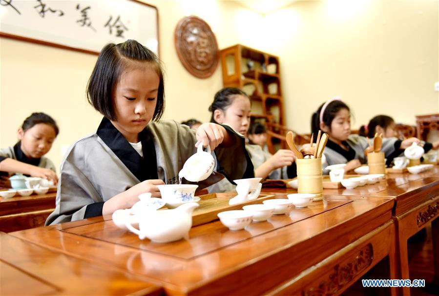 Children learn tea art at a training center during their summer vacation in Nanhe County, north China's Hebei Province, July 15, 2018. (Xinhua/Zhu Xudong)<br/>