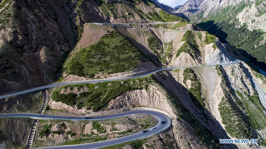 Aerial photo taken on July 15, 2017 shows the Dushanzi-Kuqa highway, northwest China's Xinjiang Uygur Autonomous Region. As an important link of the Silk Road Economic Belt, Xinjiang is speeding up the development of transportation and logistics to connect east and west. By the end of 2017, the total length of roads in Xinjiang reached 186,000 km, with 4,578 km of expressways. (Xinhua/Jiang Wenyao)<br/>